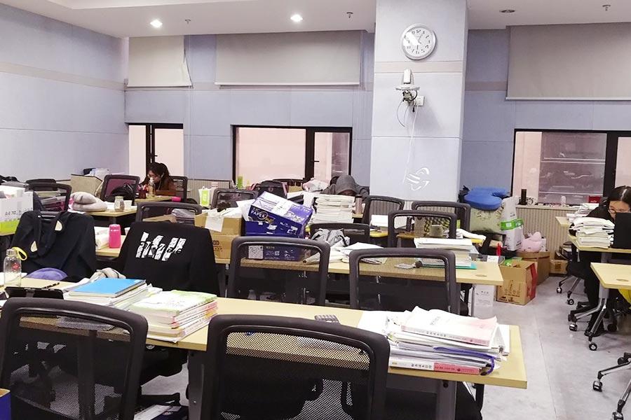 最新真题曝光!2019第一批管理会计中级考生走出考场!